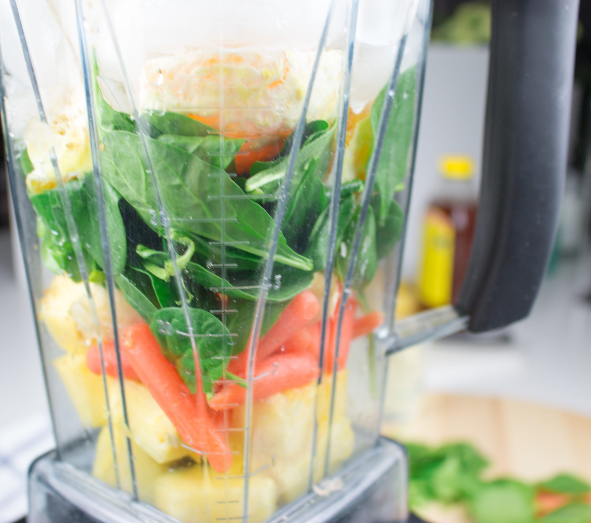 Green smoothies are satisfying any time of day. Need a quick breakfast at home or on the go? This is the recipe for you. No matter what your taste, make it your way.www.veganglutenfreelife.com/green-smoothie/